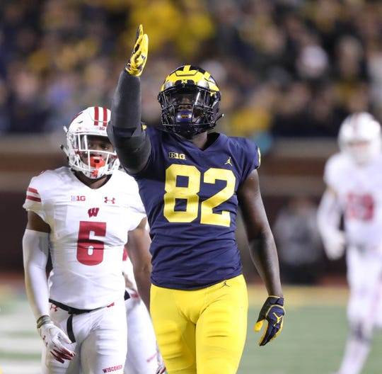 Michigan's Nick Eubanks makes a catch during the first half against Wisconsin, Saturday, Oct. 13, 2018 at Michigan Stadium in Ann Arbor.