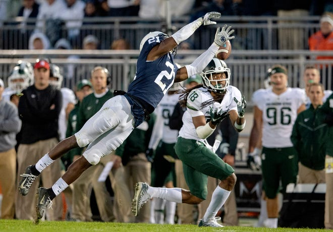 Penn State cornerback Amani Oruwariye can't stop the winning 25-yard touchdown pass to Michigan State wide receiver Felton Davis III, right, in the fourth quarter.
