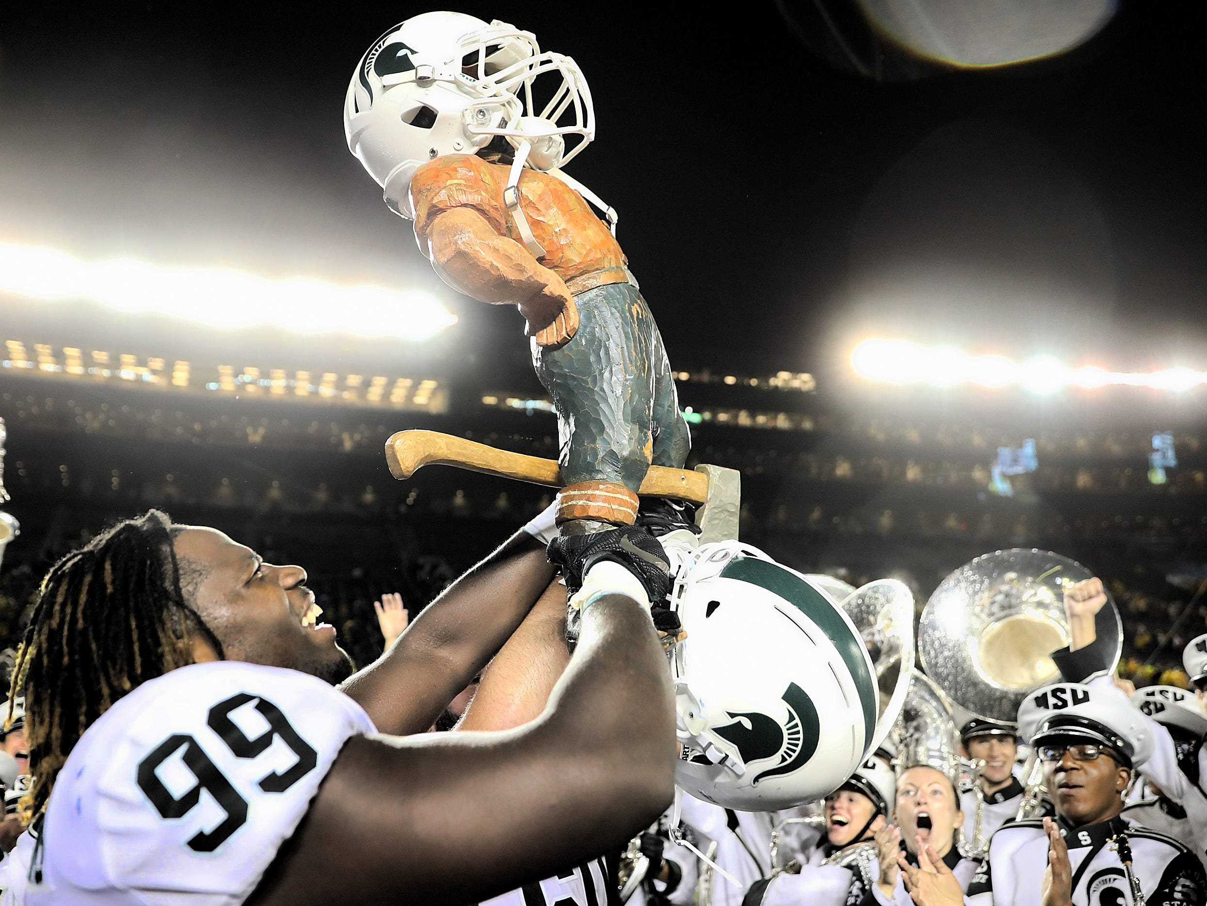 Oct . 7, 2017: Unranked Michigan State 14, No. 7 Michigan 10: Raequan Spartans celebrates with the Paul Bunyan Trophy.