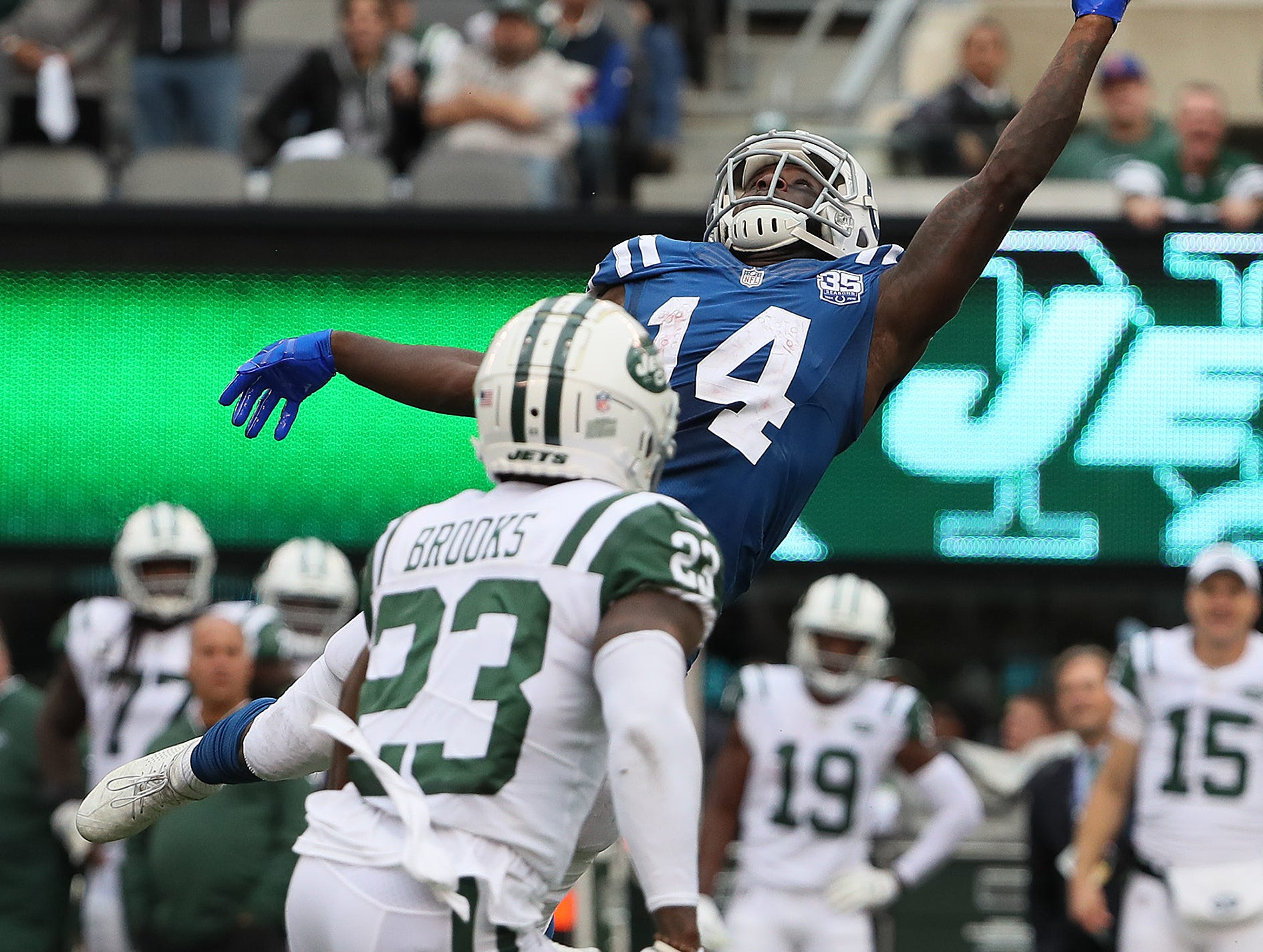 Indianapolis Colts wide receiver Zach Pascal (14) attempts to make a catch but drops the pass in the fourth quarter of their game against the New York Jets at MetLife Stadium in East Rutherford, N.J., Sunday, Oct. 14, 2018.