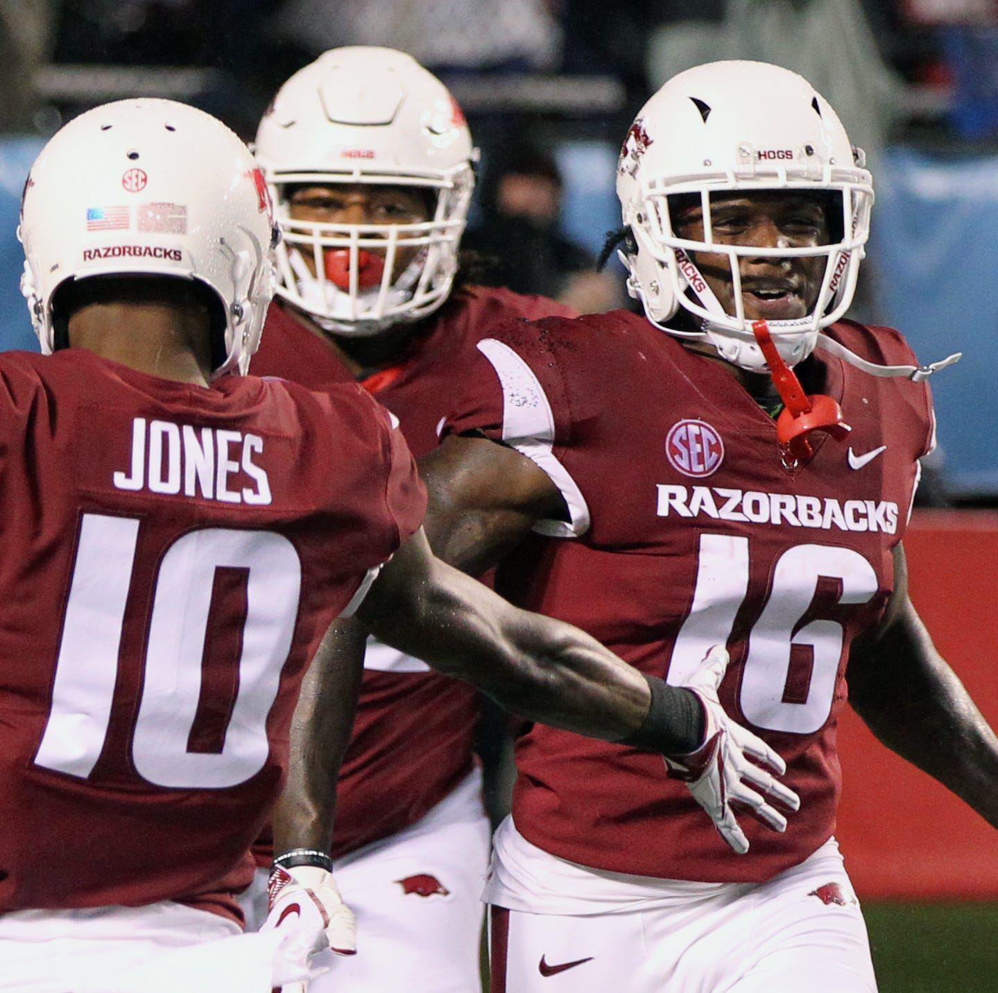 Despite Ole Miss victory, Arkansas' big first-half plays expose weaknesses