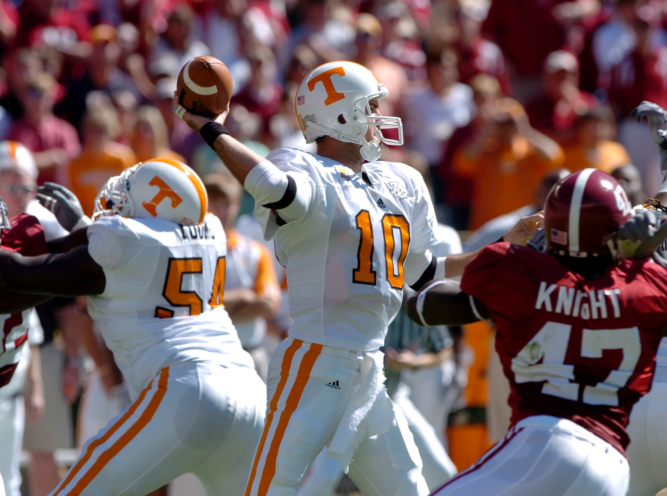 Tennessee quarterback Erik Ainge looks downfield to pass against Alabama on Saturday in Tuscaloosa, Ala. Ainge was 22-of-35 passing for 243 yards but the Tide rolled over the Vols 41-17, dropping them to 4-3 for the season.