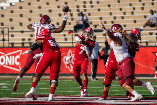 UL's Andre Nunez throws against New Mexico State at Cajun Field last month.