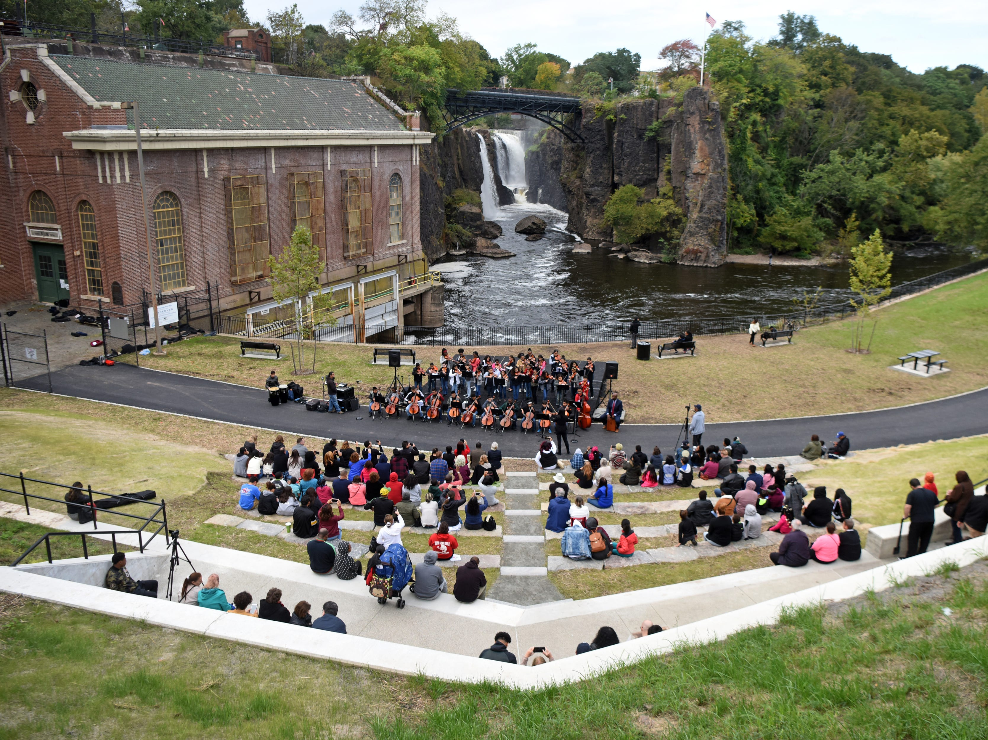 The 2018 Art in the Park Showcase was held in Overlook Park, located at the Paterson Great Falls National Historical Park on Sunday, October 14, 2018.