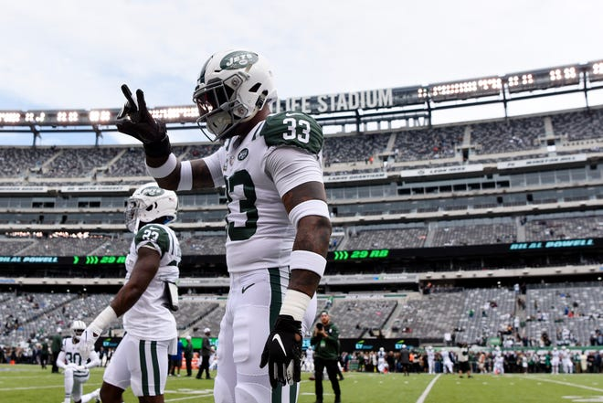 """New York Jets safety Jamal Adams (33) responds with """"two"""" after a kid asks how many interceptions he'll have in the game. The New York Jets host the Indianapolis Colts in Week 6 on Sunday, Oct. 14, 2018, in East Rutherford."""