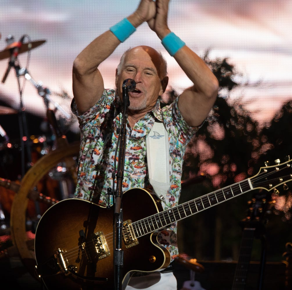 Jimmy Buffett and the Coral Reefer Band give Parrotheads reason to party in Phoenix