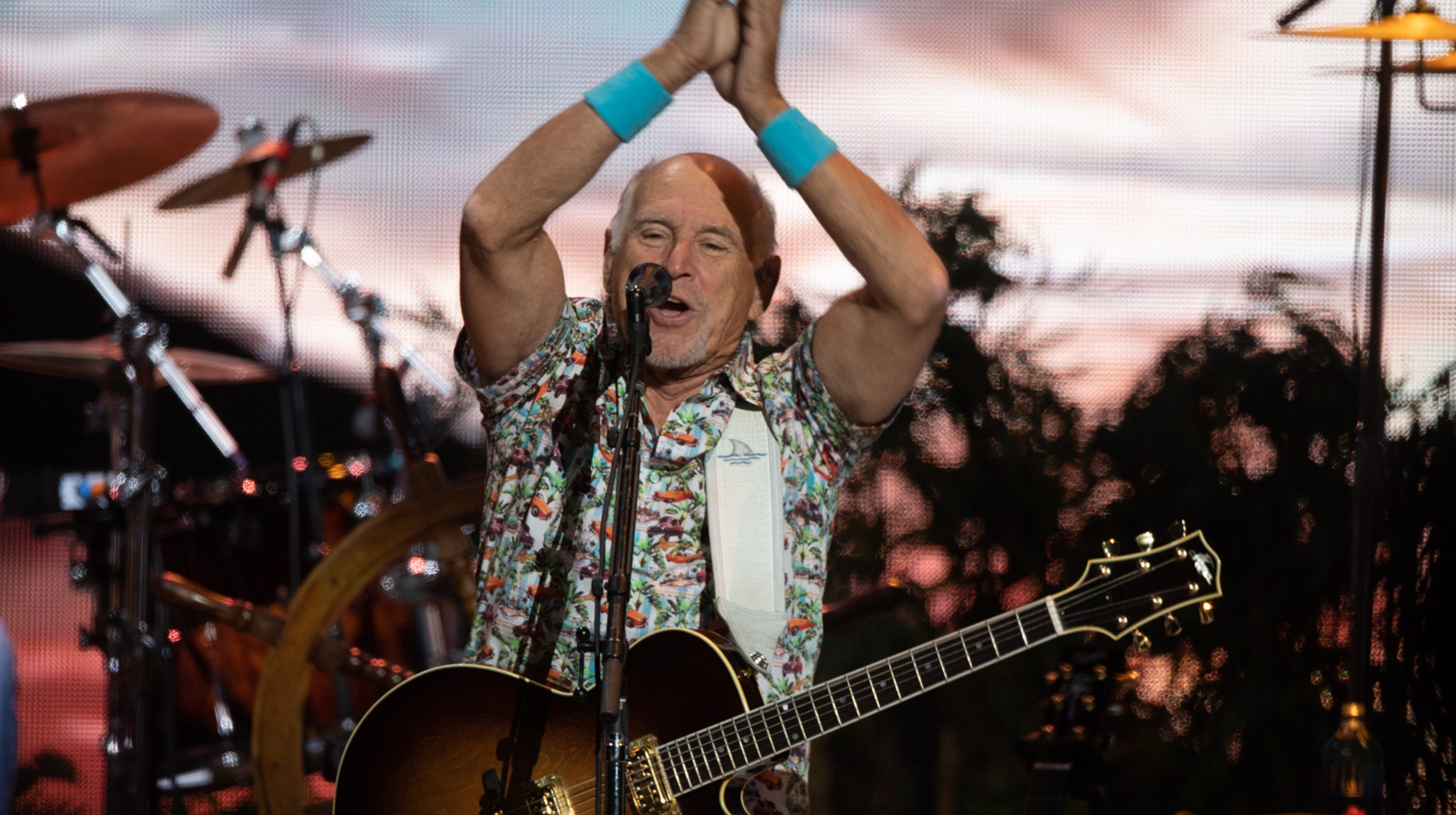 Jimmy Buffett and the Coral Reefer Band brought the party to Phoenix