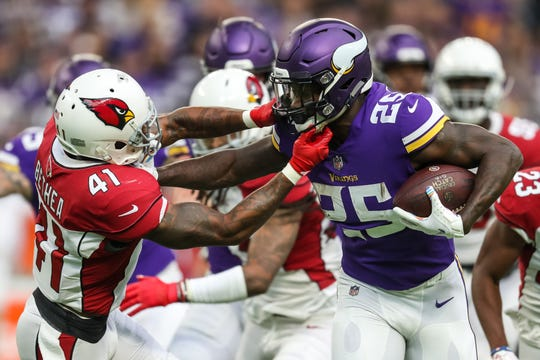 Oct 14, 2018; Minneapolis, MN, USA; Minnesota Vikings running back Latavius Murray (25) carries the ball for a touchdown against Arizona Cardinals safety Antoine Bethea (41) during the first quarter at U.S. Bank Stadium. Mandatory Credit: Brace Hemmelgarn-USA TODAY Sports