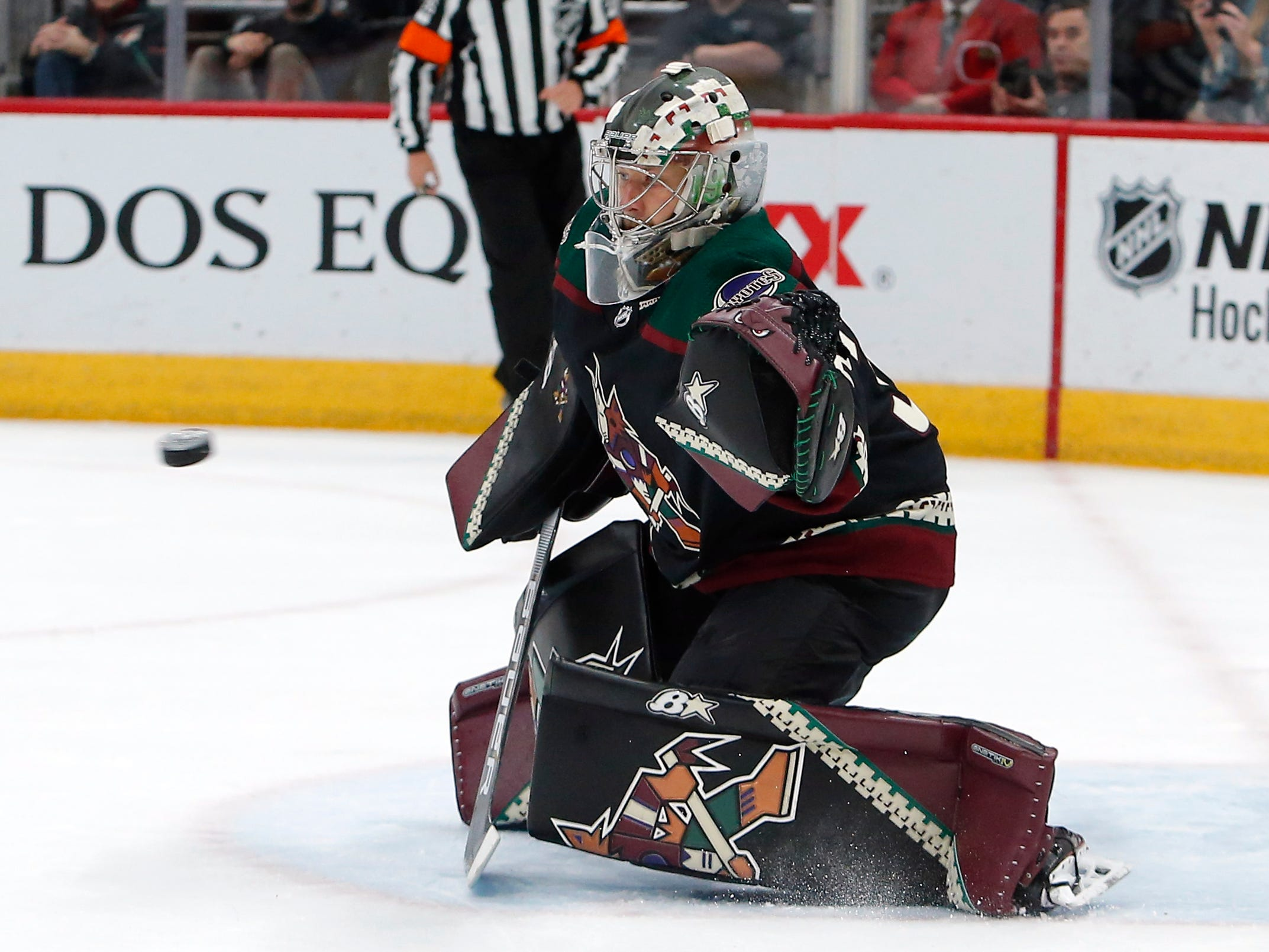 Arizona Coyotes goaltender Antti Raanta (32) in the first period during an NHL hockey game against the Buffalo Sabres, Saturday, Oct. 13, 2018, in Glendale, Ariz.
