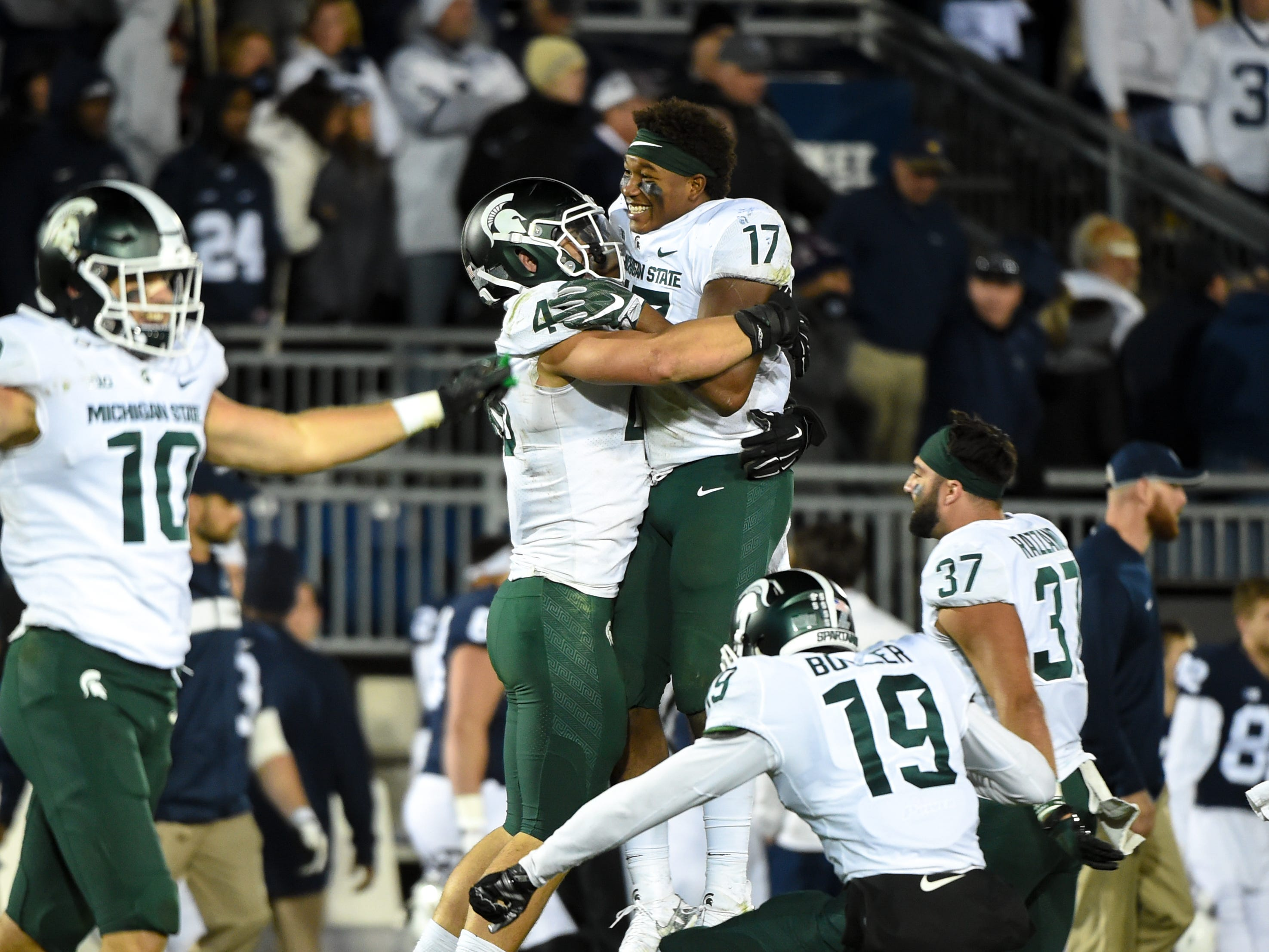 Michigan State celebrates a hard fought 17-21 victory over Penn State, October 13, 2018.