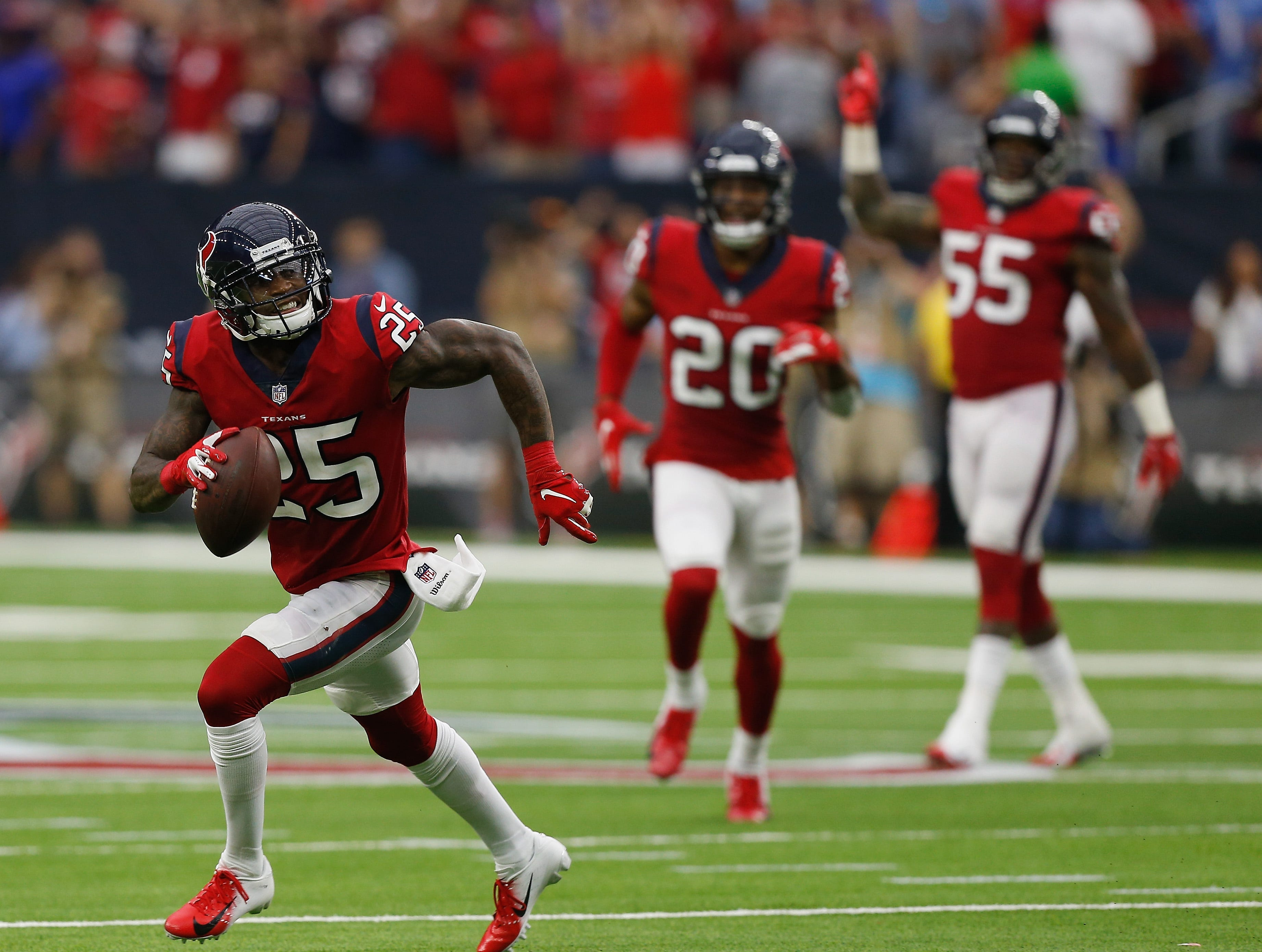 HOUSTON, TX - OCTOBER 14:  Kareem Jackson #25 of the Houston Texans runs with the ball after intercepting a pass against the Buffalo Bills in the fourth quarter at NRG Stadium on October 14, 2018 in Houston, Texas.  (Photo by Bob Levey/Getty Images)