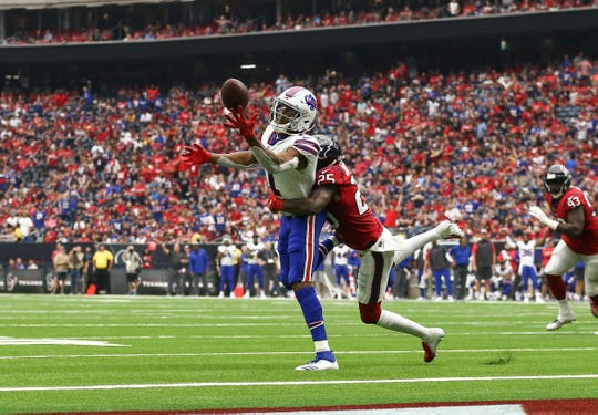 Oct 14, 2018; Houston, TX, USA; Buffalo Bills wide receiver Zay Jones (11) is unable to make a reception against Houston Texans strong safety Kareem Jackson (25) during the third quarter at NRG Stadium. Mandatory Credit: Troy Taormina-USA TODAY Sports