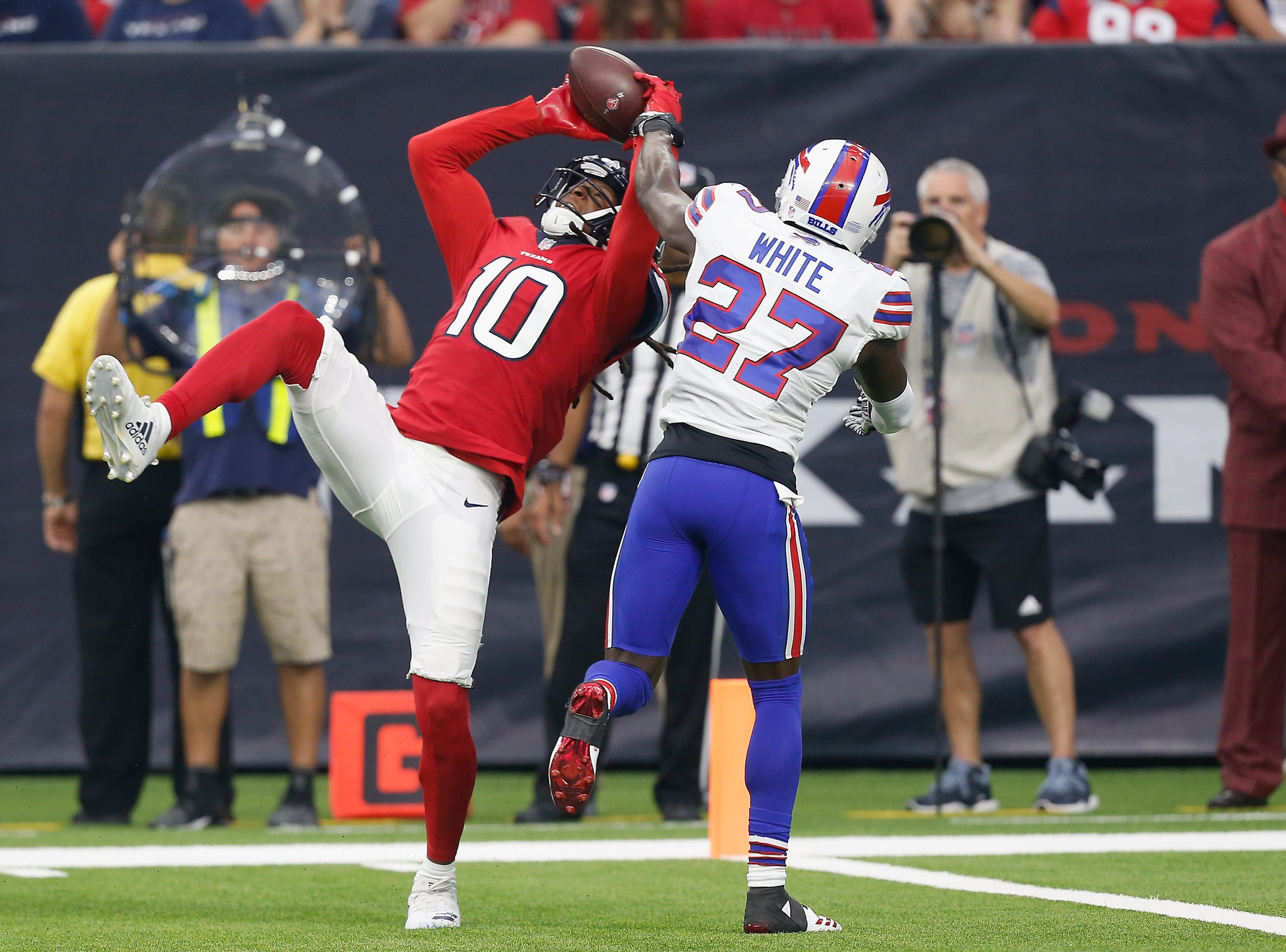 HOUSTON, TX - OCTOBER 14:  DeAndre Hopkins #10 of the Houston Texans catches a touchdown pass defended by Tre'Davious White #27 of the Buffalo Bills in the first quarter at NRG Stadium on October 14, 2018 in Houston, Texas.  (Photo by Bob Levey/Getty Images)
