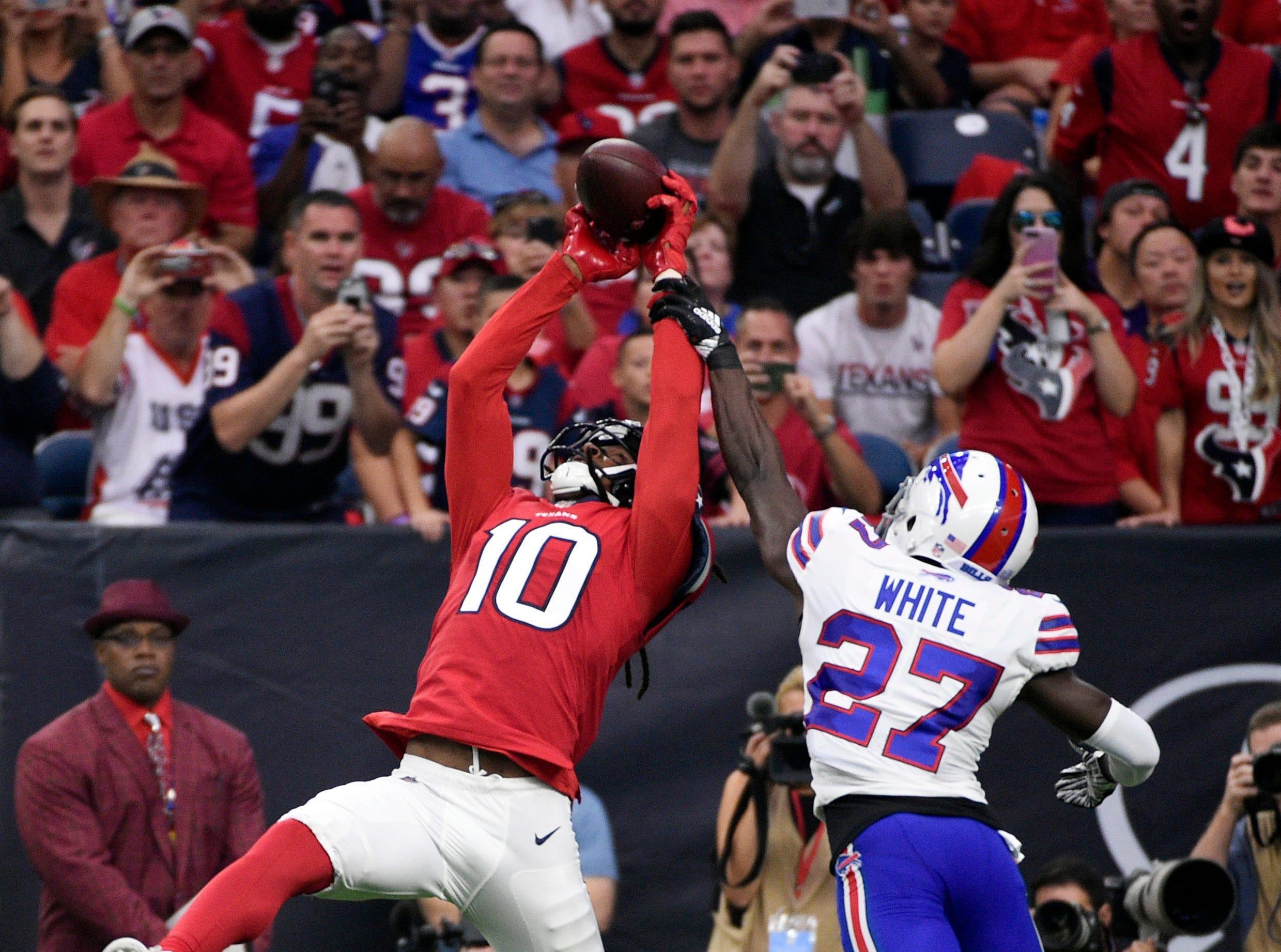Houston Texans wide receiver DeAndre Hopkins (10) pulls in a catch for a touchdown in front of Buffalo Bills cornerback Tre'Davious White (27) during the first quarter of an NFL football game, Sunday, Oct. 14, 2018, in Houston. (AP Photo/Eric Christian Smith)