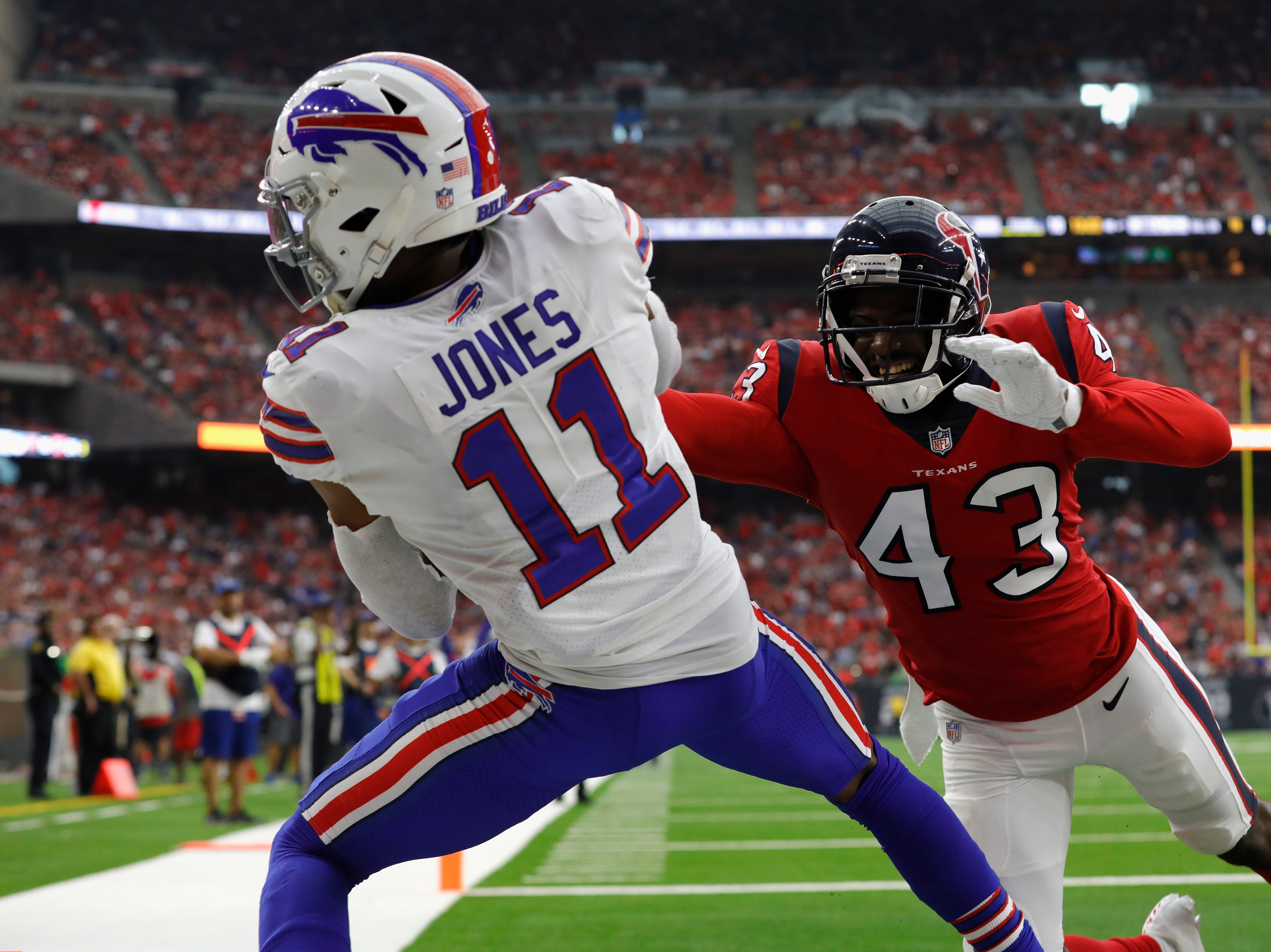HOUSTON, TX - OCTOBER 14:  Zay Jones #11 of the Buffalo Bills catches a touchdown pass defended by Shareece Wright #43 of the Houston Texans in the fourth quarter at NRG Stadium on October 14, 2018 in Houston, Texas.  (Photo by Tim Warner/Getty Images)
