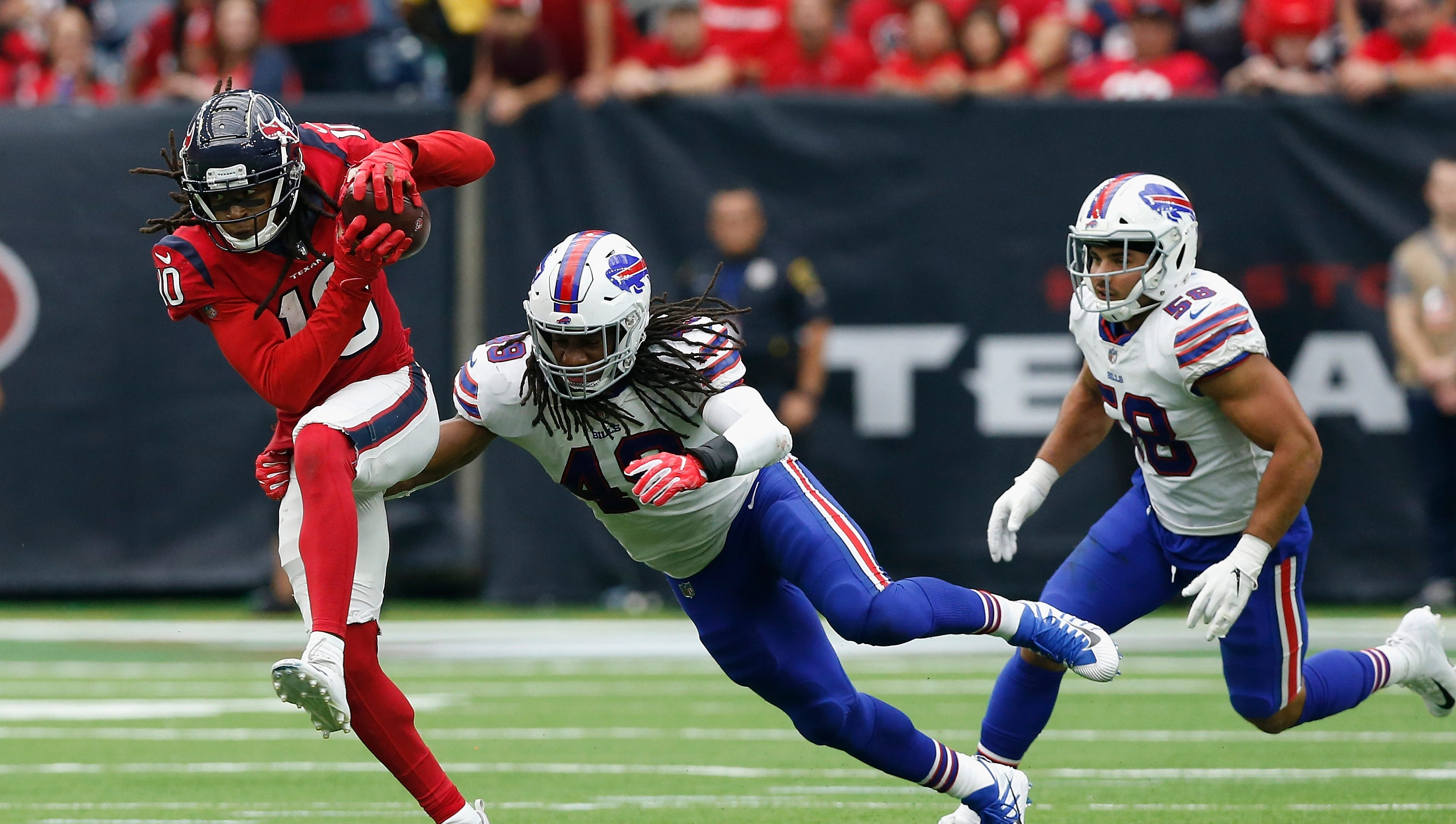 Kyle Williams passes the torch to Tremaine Edmunds
