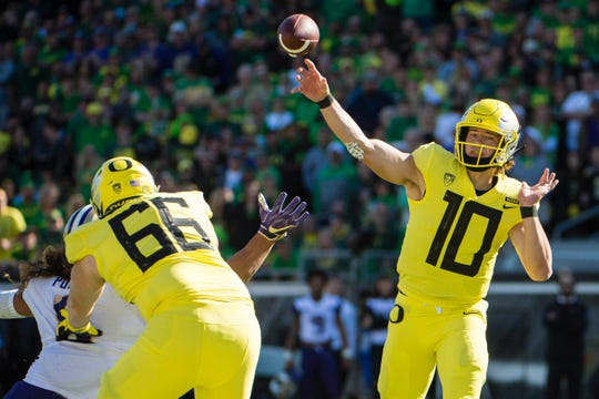 Oct 13, 2018; Eugene, OR, USA; Oregon Ducks quarterback Justin Herbert (10) throws a pass during the first half against the Washington Huskies at Autzen Stadium. Mandatory Credit: Troy Wayrynen-USA TODAY Sports