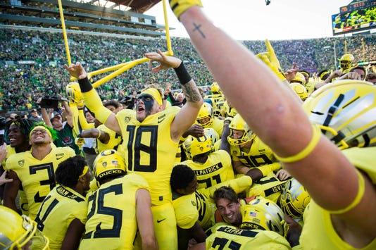 Ncaa Football Washington At Oregon