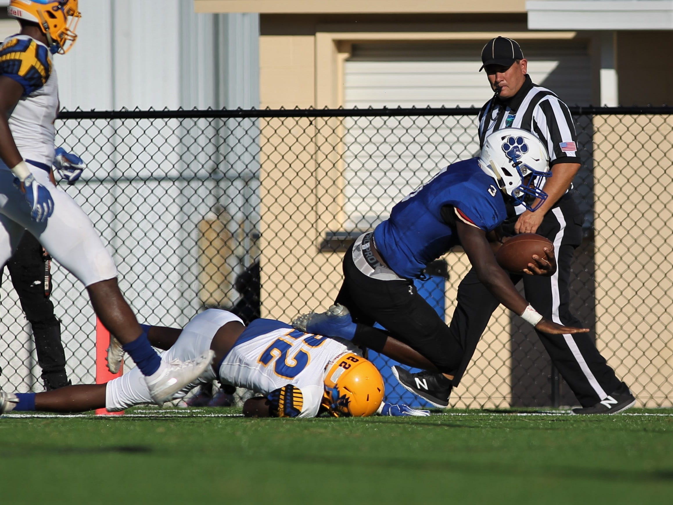 Godby running back Jaquez Yant busts a 20-yard touchdown run against Rickards.