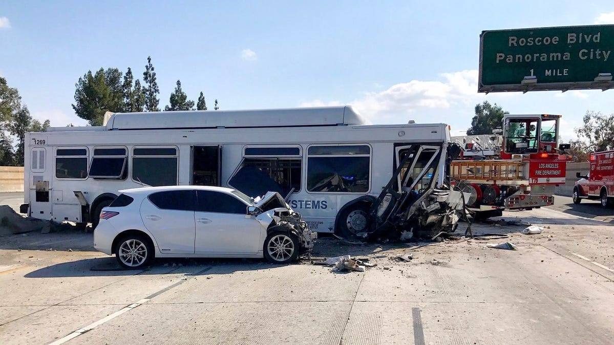 Bus Crash On I 405 Impacting Traffic On Highway 118 East Of Ventura County