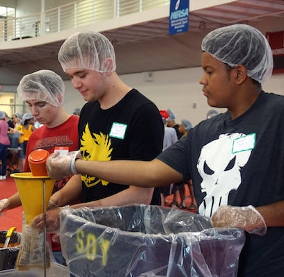 More than 200 APSU students fight world hunger during Freshman Service Project