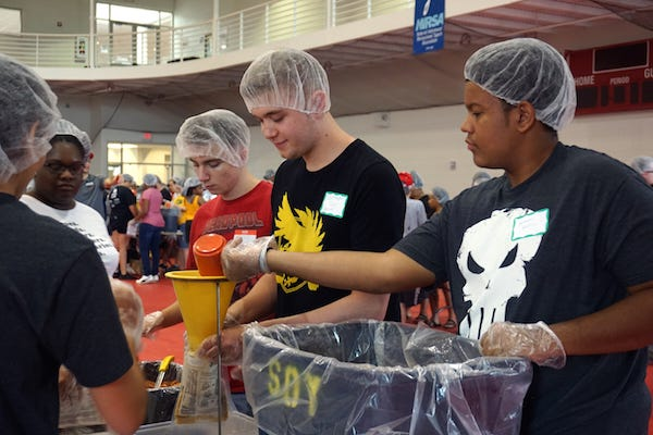 APSU students pack meals during the Freshman Service Project.