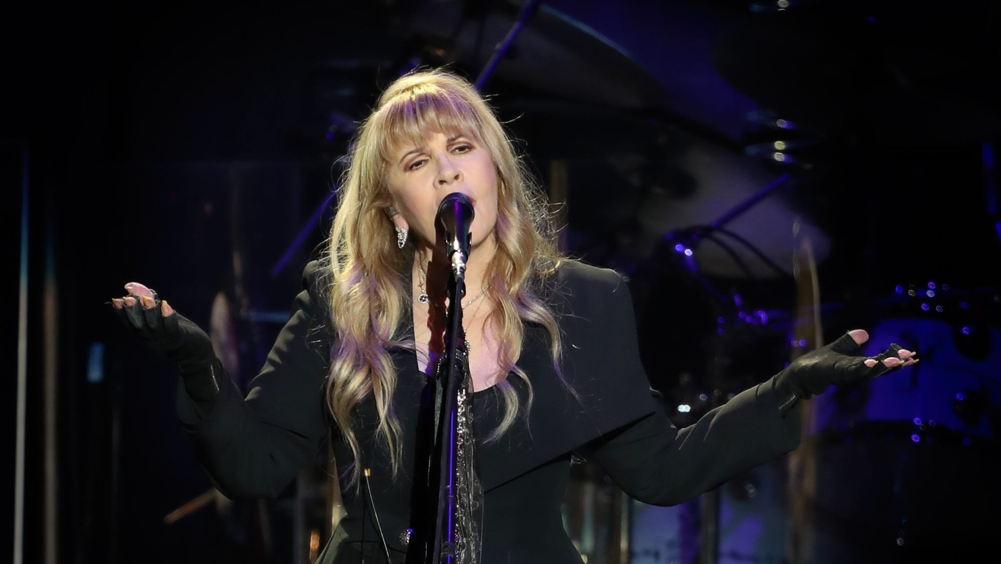 Behind new members, Fleetwood Mac haunts a snowy Des Moines with a night of hits