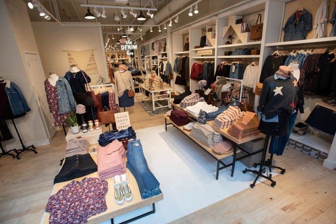 Madewell will make its Detroit debut Tuesday morning asthelatest merchant to open its doors downtown.
