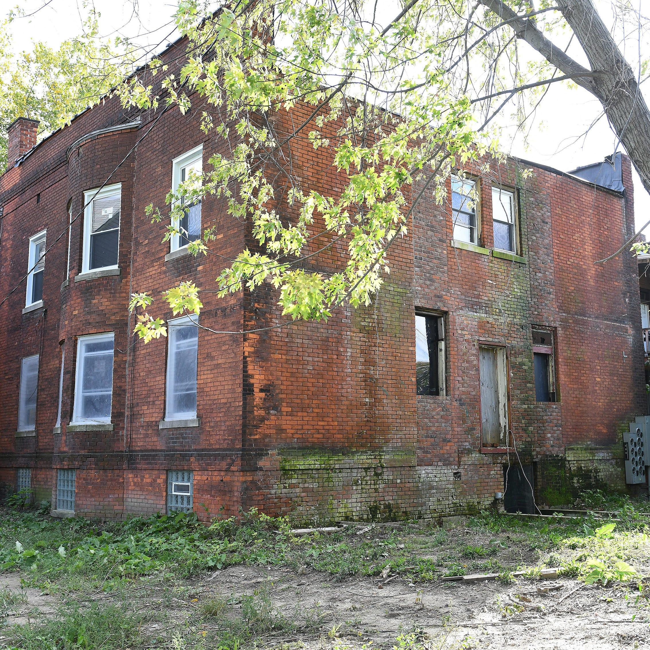 Land bank lets Gilchrist keep blighted Detroit building after weekend cleanup