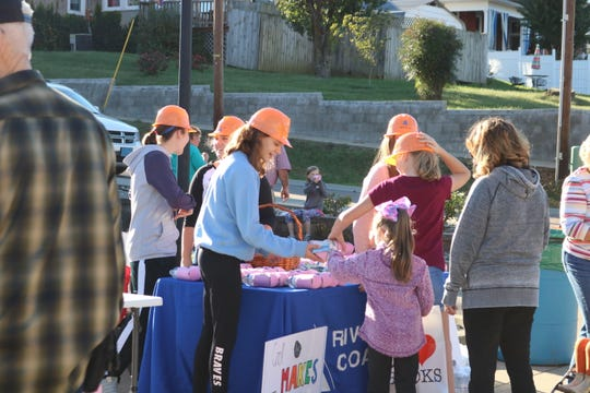 Students hand out water bottles at the Riverview Coal booth.