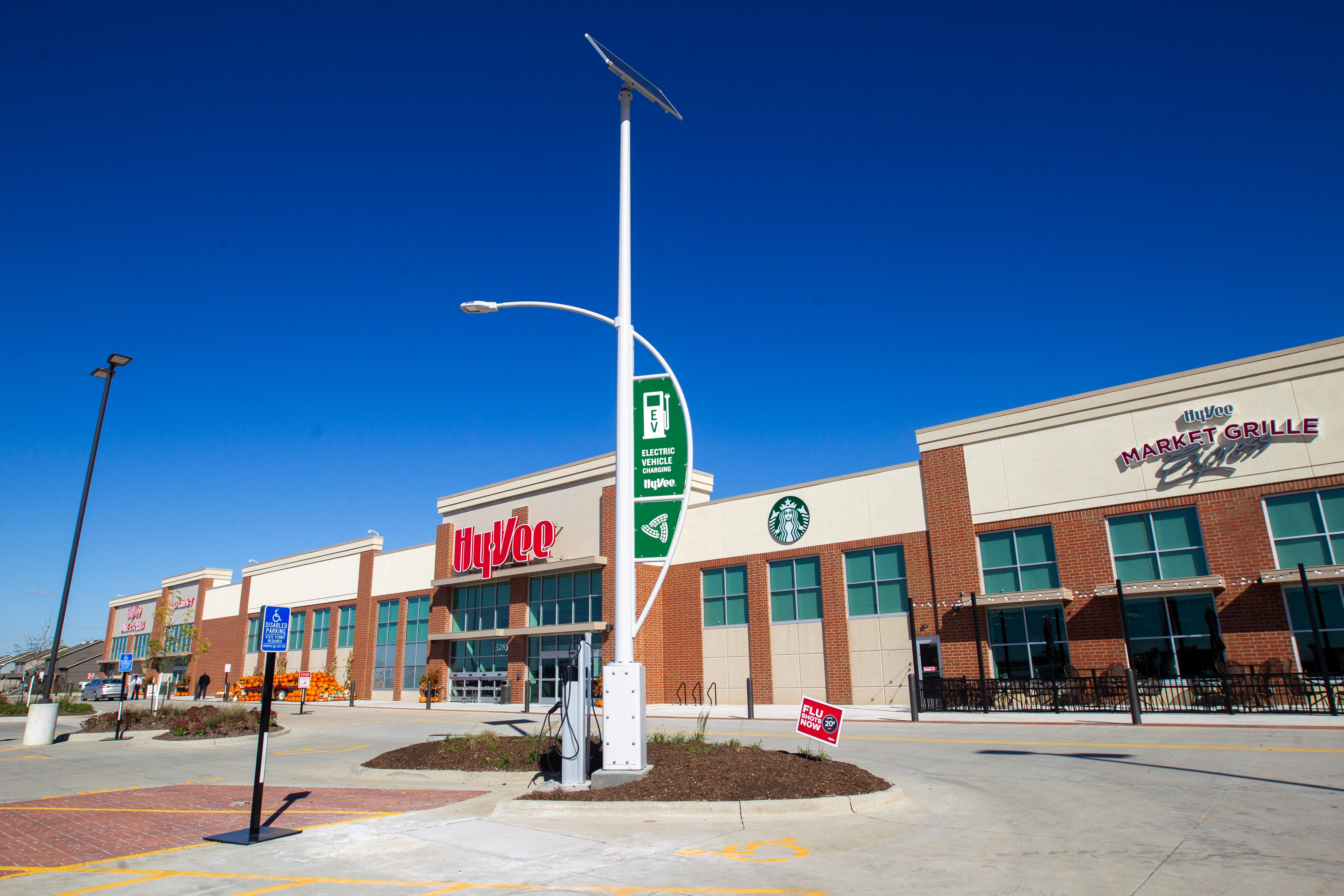 photos new hy vee opens on crosspark road in coralville rh press citizen com