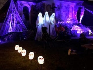 The Jackson Park neighborhood has an annual trick or treat and Halloween celebration that includes decorated houses.