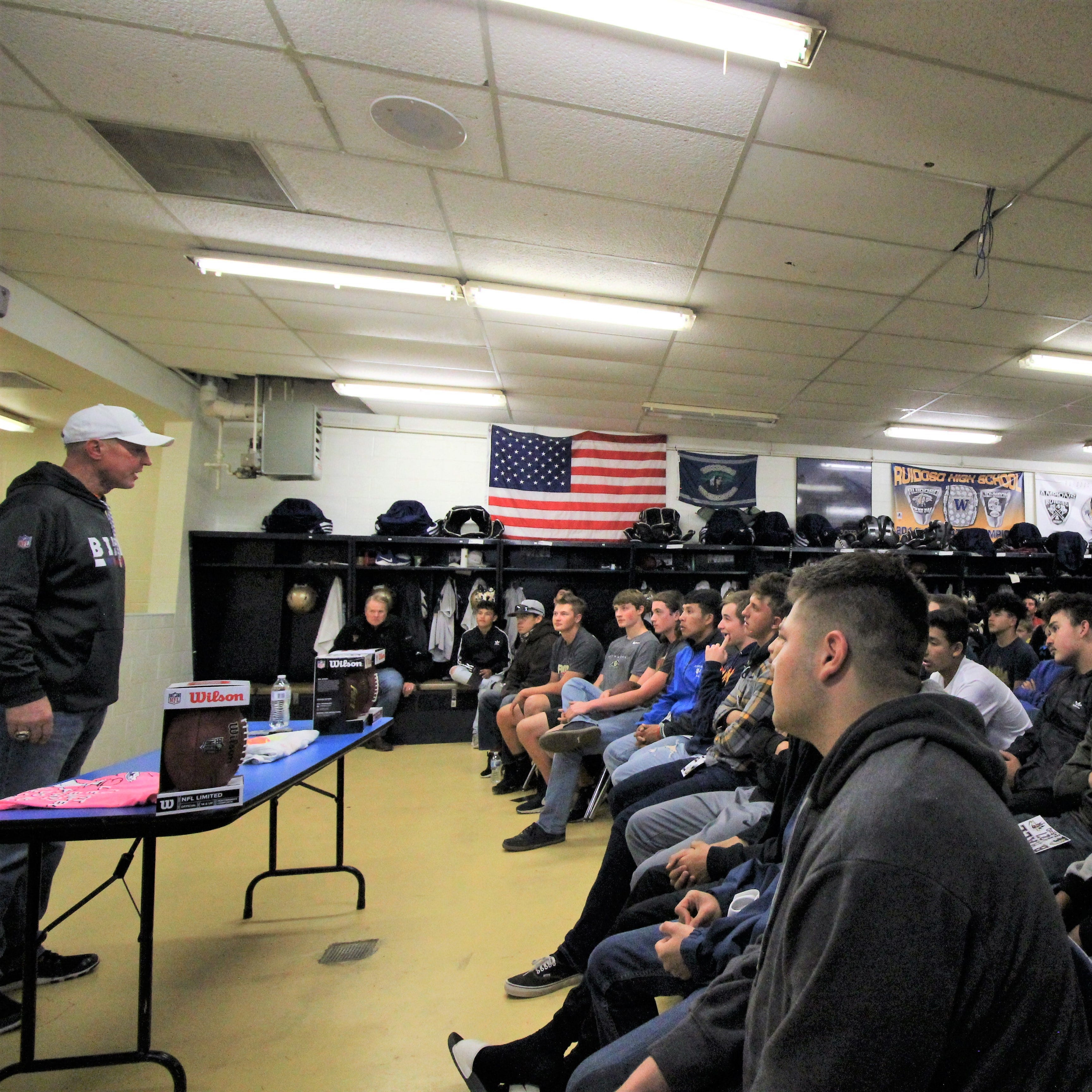 NFL Hall of Famer Jim Kelly visits with Ruidoso football players