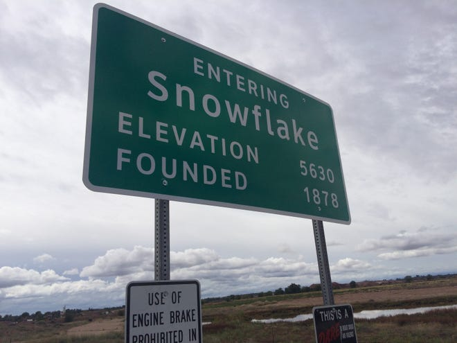 A sign welcome travelers to Snowflake, Ariz., on Oct. 13, 2018. Sen. Jeff Flake has apparently lost favorite son status in his hometown.
