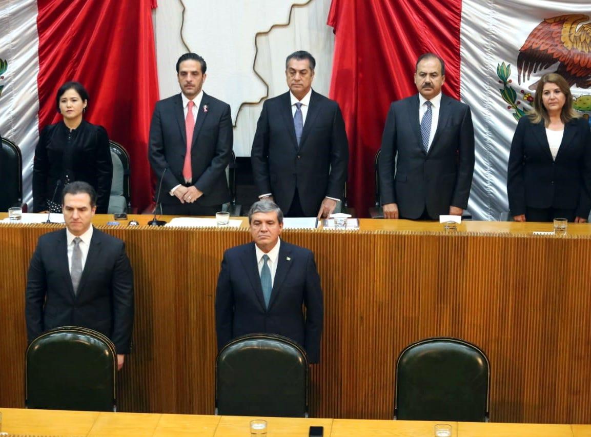 El Gobernador de Nuevo León, Jaime Rodríguez, llegó al Congreso del Estado acompañado de su equipo de trabajo para rendir su Tercer Informe de Gobierno, en el que habló de los avances en materia de seguridad, economía, educación entre otras cosas.