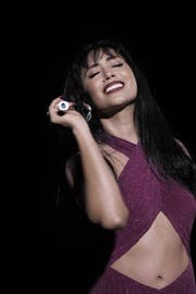 Espera que el público se enamore de la persona que fue Selena, más allá que como artista.
