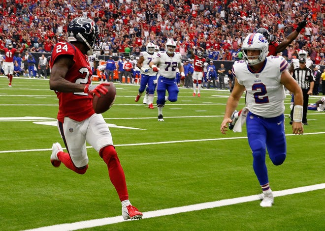 Johnathan Joseph of the Houston Texans scores on an interception as Nathan Peterman of the Buffalo Bills is late on the coverage during the Texans' 20-13 win on Sunday in Houston.
