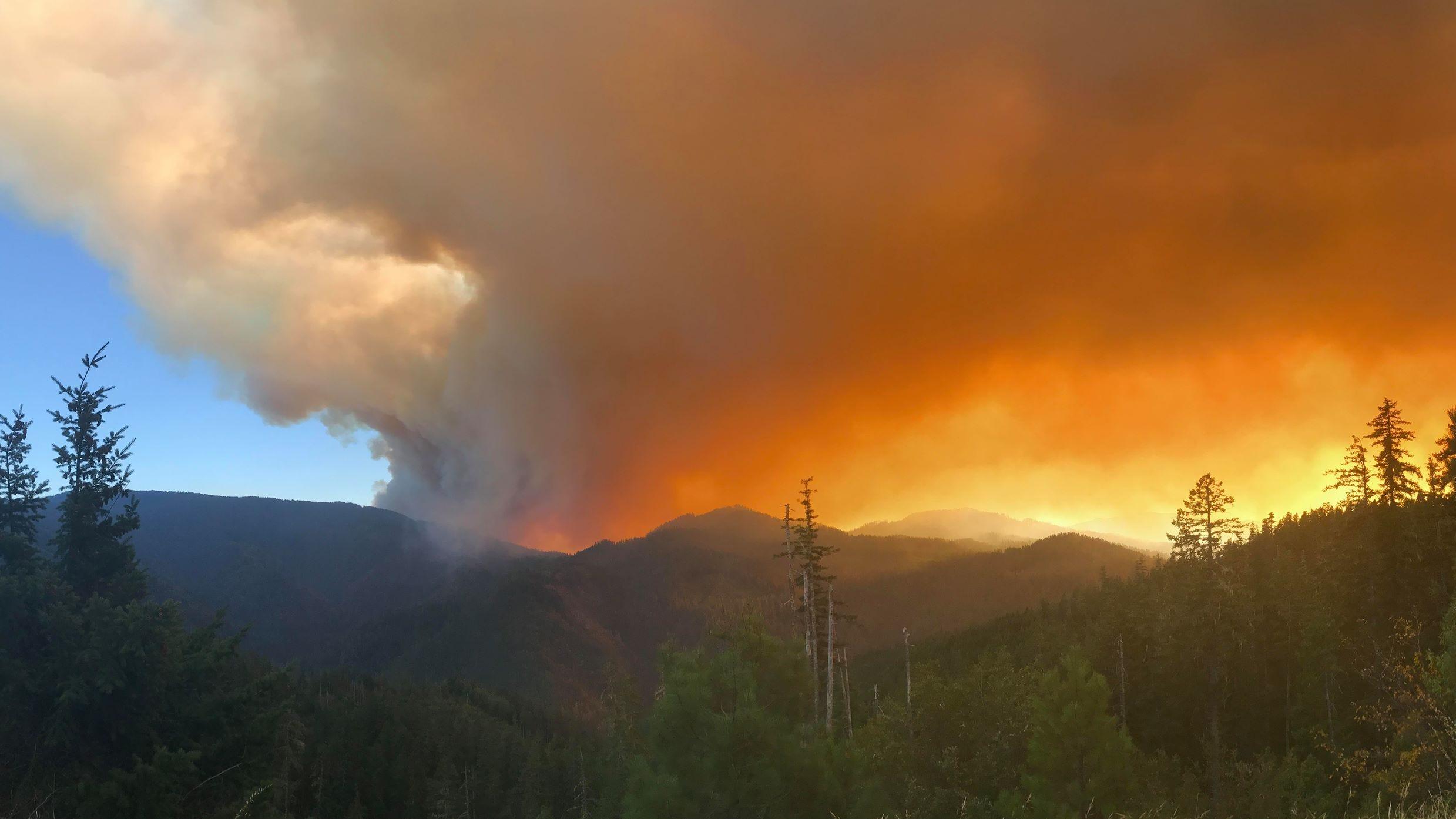 Klondike Fire roars to life, threatens homes in Southern Oregon