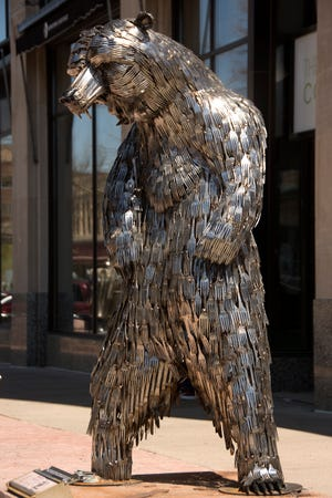 Ohio artist Gary Hovey 's Bear Lee, Standing piece was selected the People's Choice Winner for the 2018 SculptureWalk series.