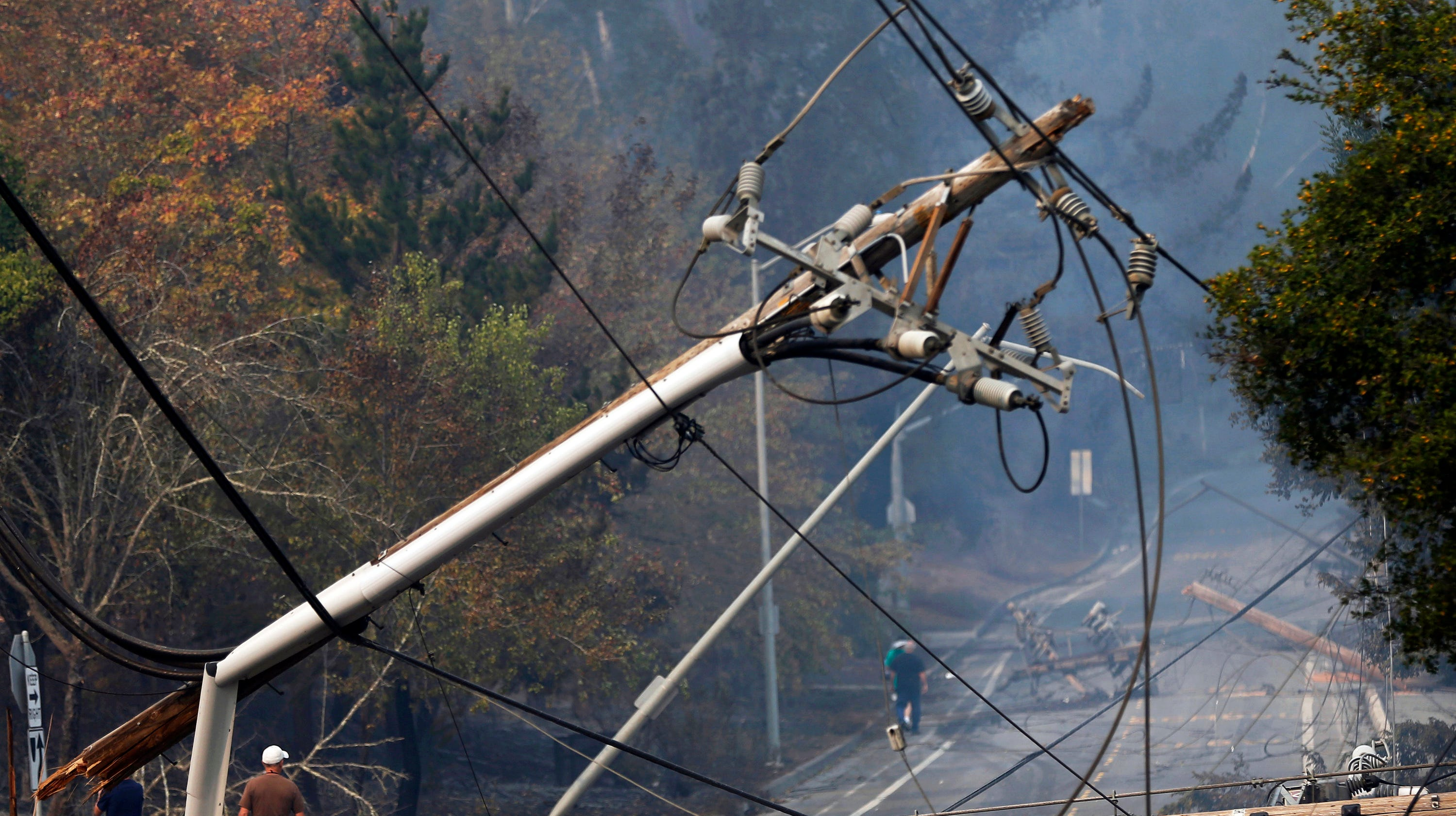 PG&E keeps nearly 60000 Northern California customers in the dark to reduce wildfire risk thumbnail