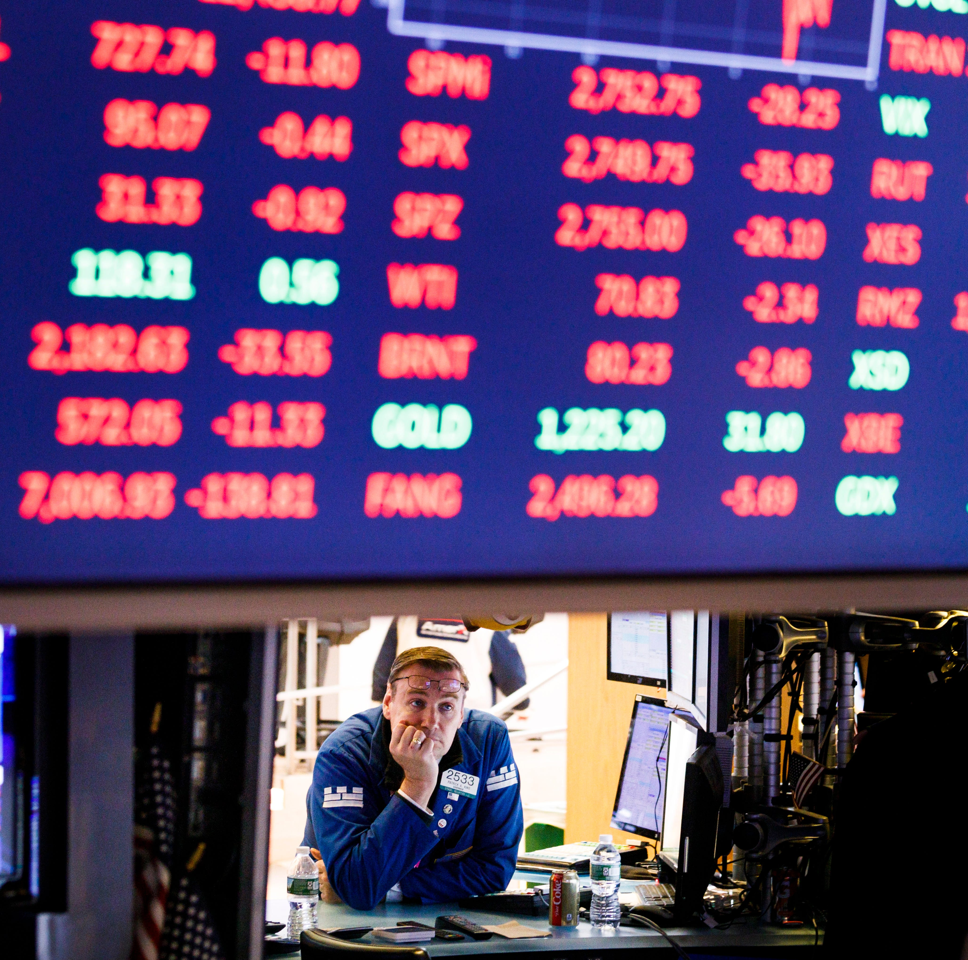 epa07086823 A trader works on the floor of the New York Stock Exchange in New York, New York, USA, on 11 October 2018. The Dow Jones industrial average lost nearly 550 points today.  EPA-EFE/JUSTIN LANE ORG XMIT: JLX21