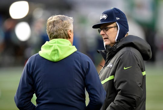 Seattle Seahawks, the owner of the cityscape Allen, right, speaks with the head coach Pete Carroll in the NFC Wild Card playoff football game in Seattle, Jan. 7, 2017.