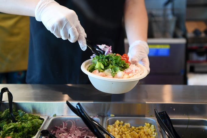 Aaron Cheng makes a Hawaiian Classic bowl at Yum Sushi and Poke in Arden, Oct. 12, 2018.