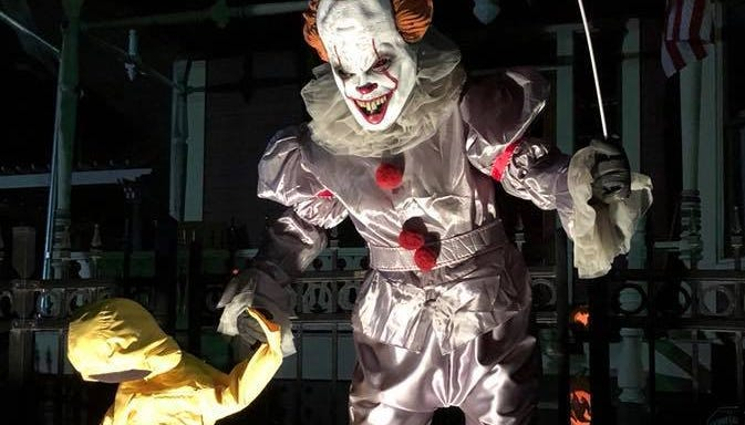 Des Moines' 'neighborhood-wide haunted house' gathers donations for food pantries