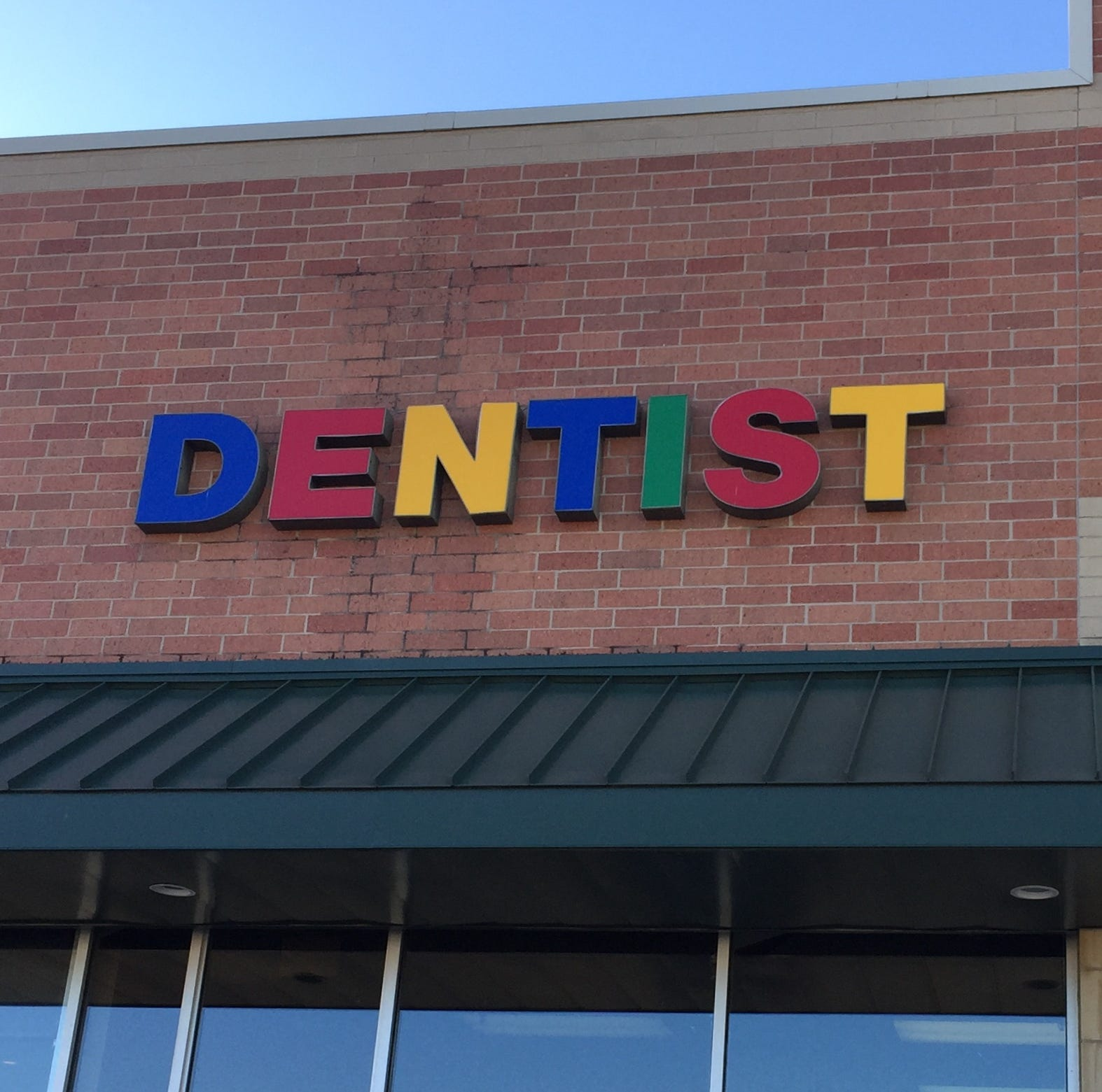 Dentist, accused of inappropriate behavior, agrees not to be alone with female patients
