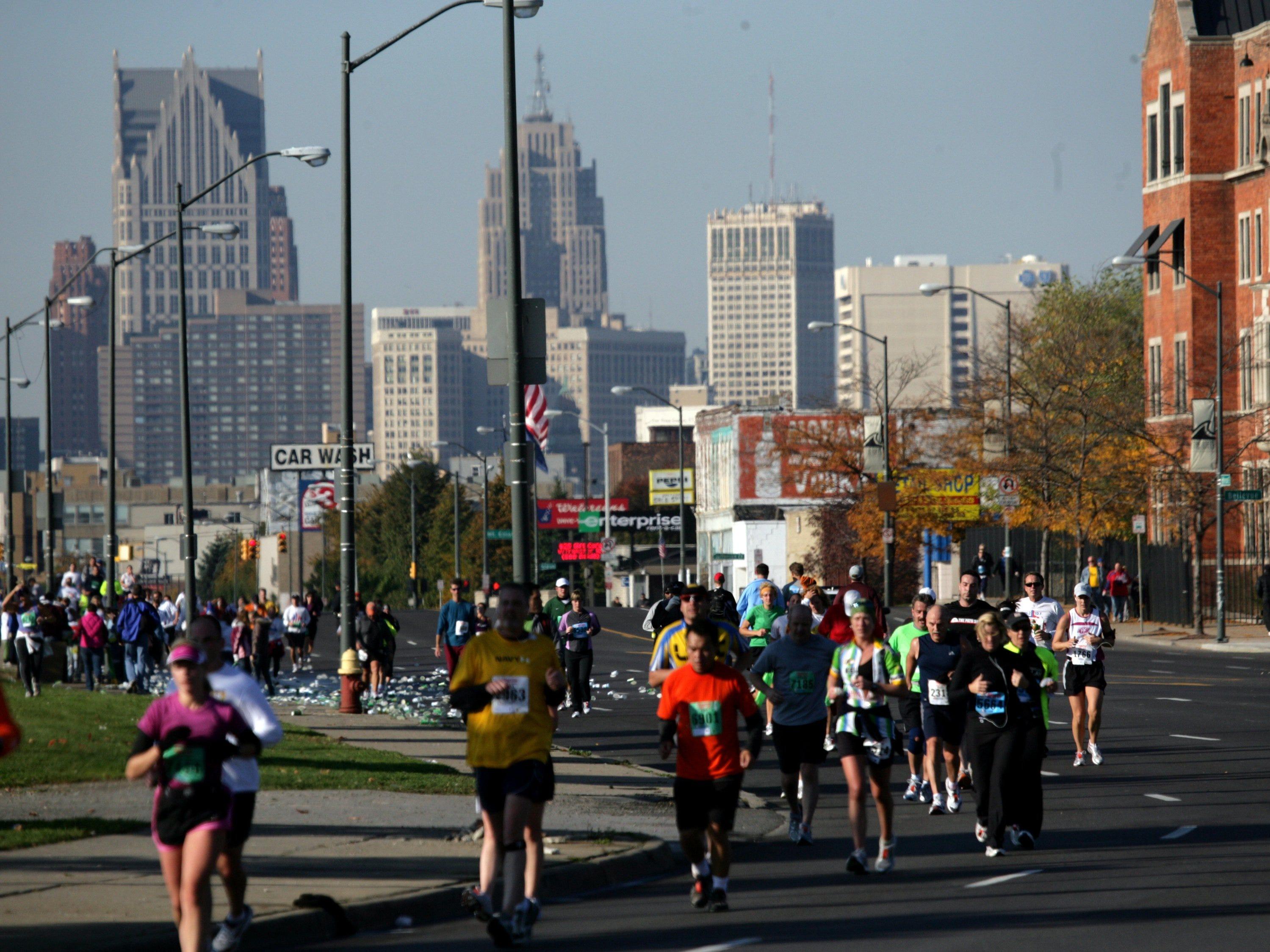 Runners run down Jefferson during the Detroit Free Press Flagstar Marathon in Detroit, Sunday, October19, 2008.