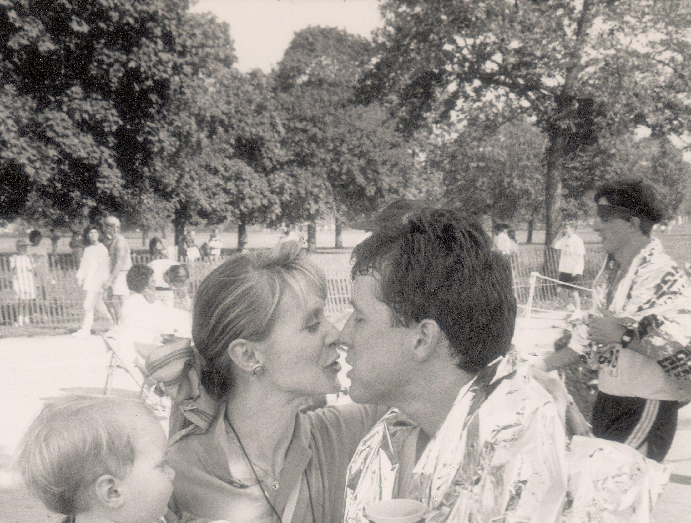 1989 Free Press Marathon Daron Gifford, 32, kissed at end of race by Bev Gifford, 31, Sam Gifford ,1.