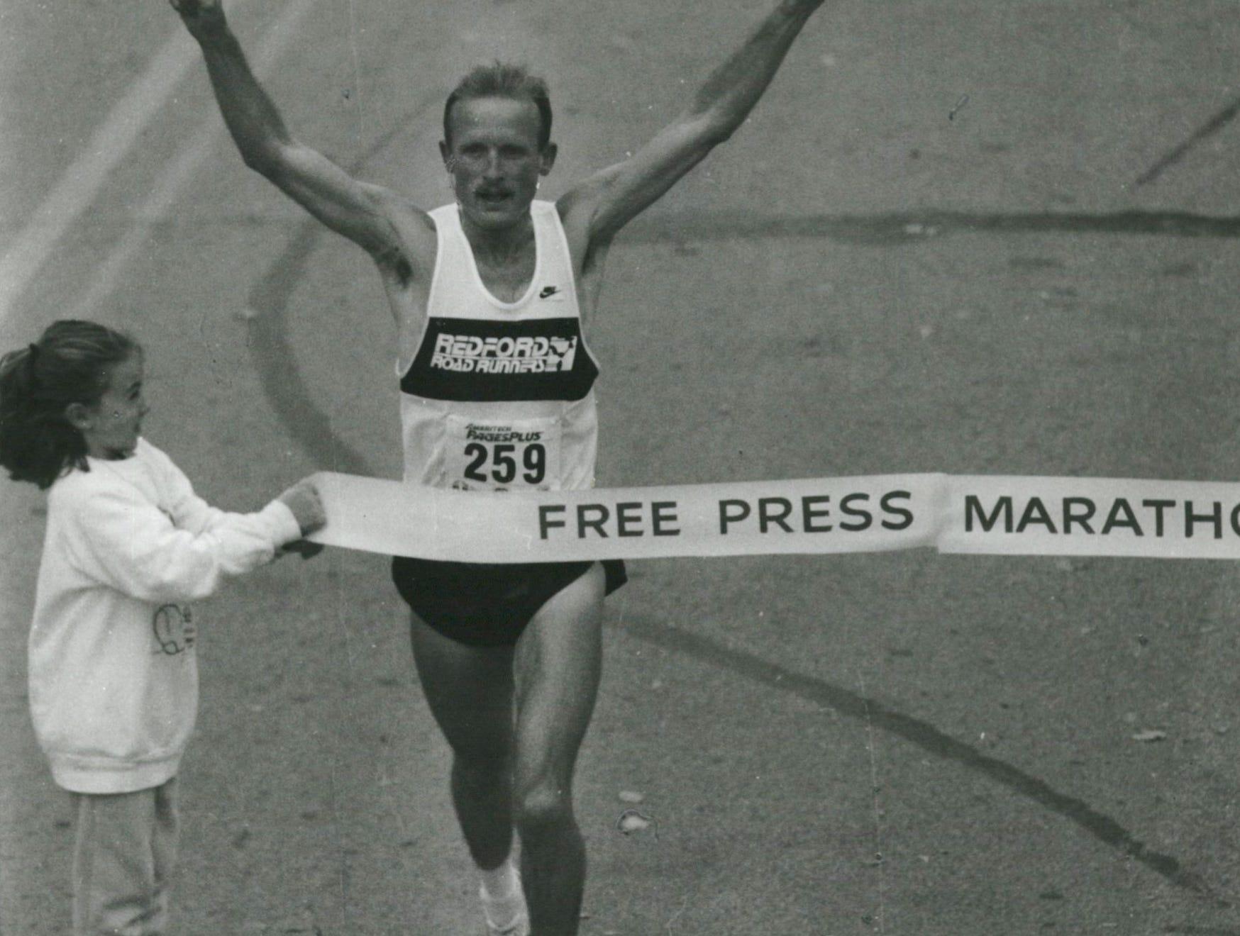 Doug Kurtis, men' s winner of the Free Press Marathon, crosses the finish line at Belle Isle in 1988