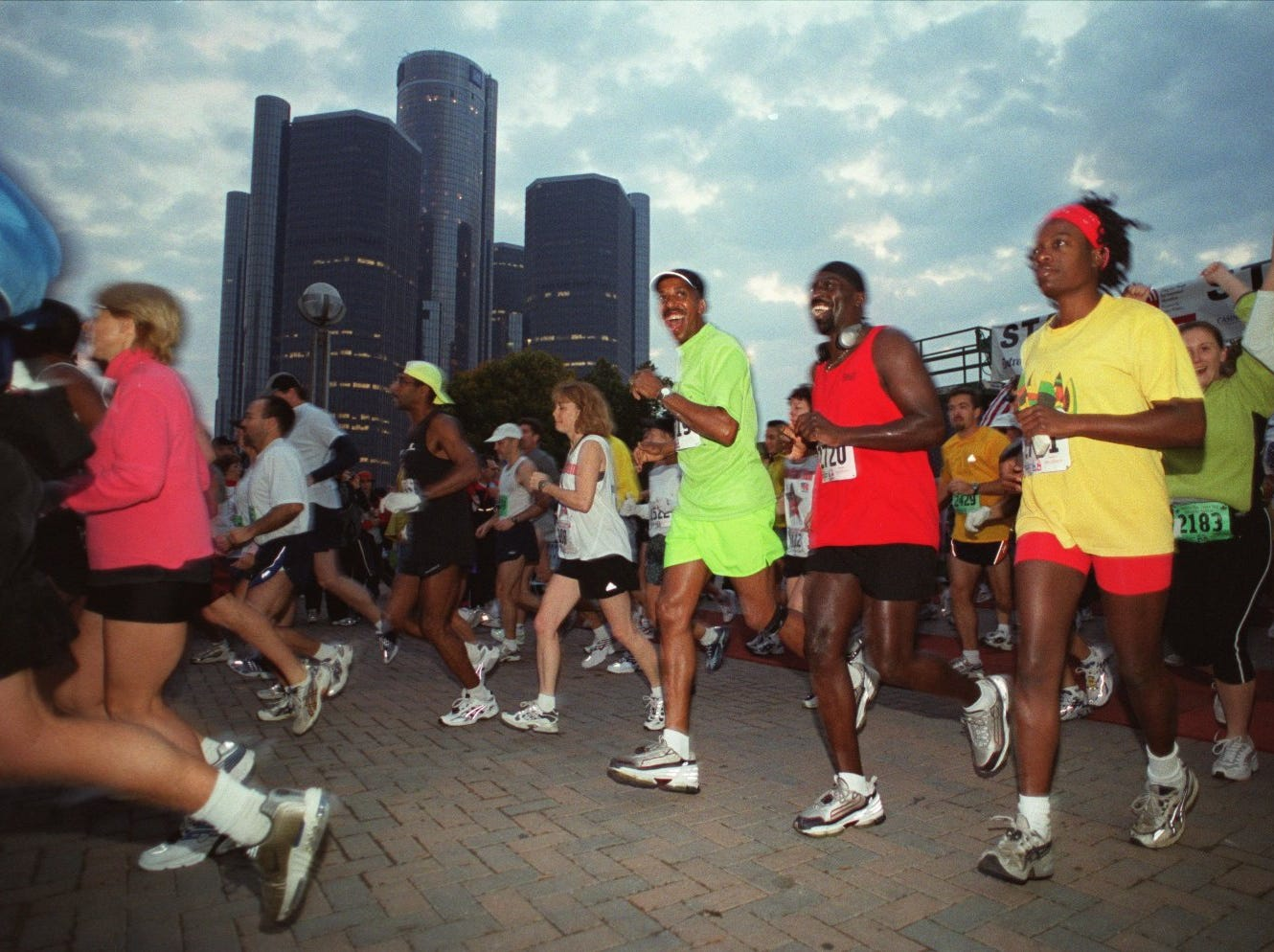 Participants leave the starting line of the Free Press/Flagstar International Marathon Sunday morning at Hart Plaza in 2001. About 3,000 registered in the marathon, about 1500 in the 5K, about 500 in the relay, and 17 in wheelchairs.