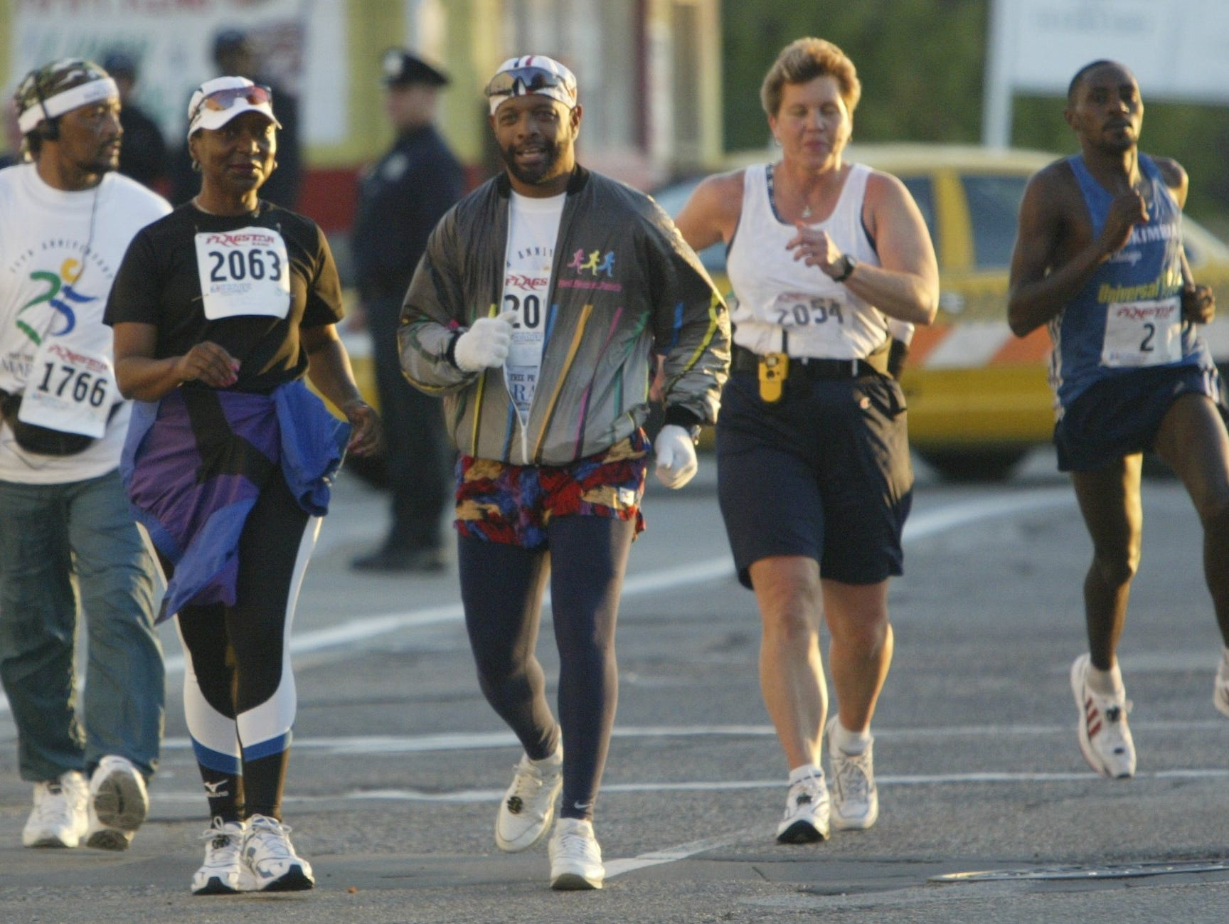 Participants in downtown Detroit as the 25th Detroit Free Press/Flagstar Bank Marathon got under way in 2002.